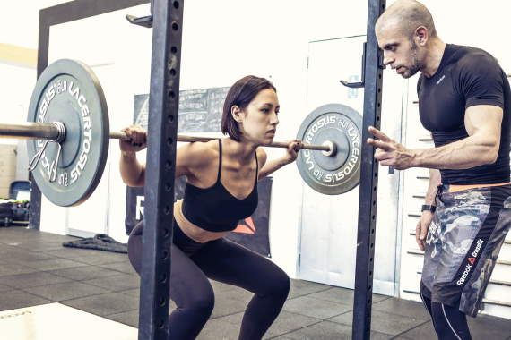 lo squat esercizio efficace per il tronco inferiore