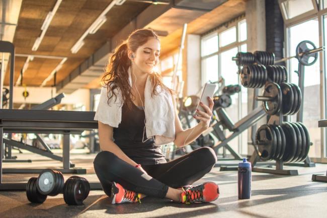 foto-donna-per-online-workout-compresso-2